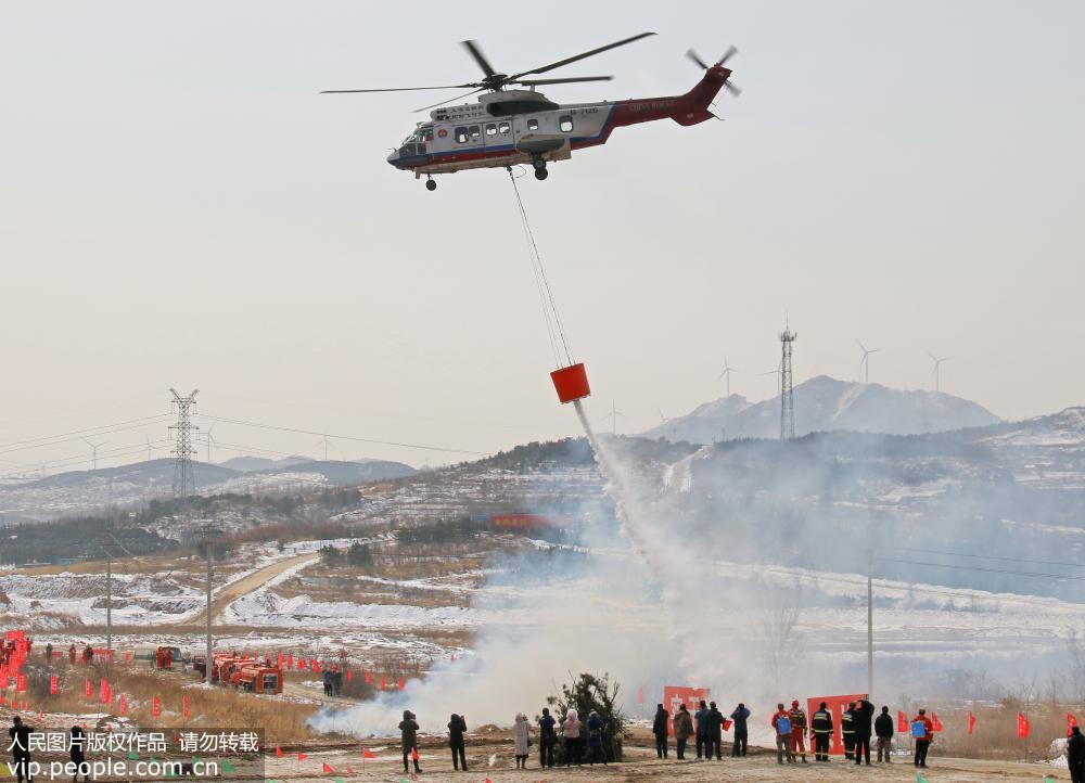 山东烟台举行森林消防应急预案实战化比武演练