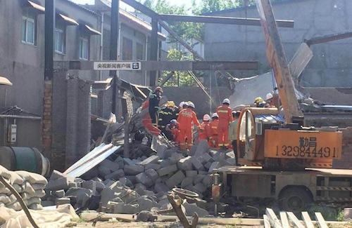 河南许昌一自建房倒塌致8人受伤1人被埋