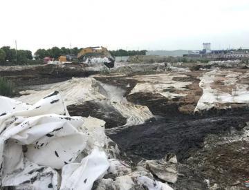 污水厂倾倒数万吨污泥两年未整改 5名干部被问责