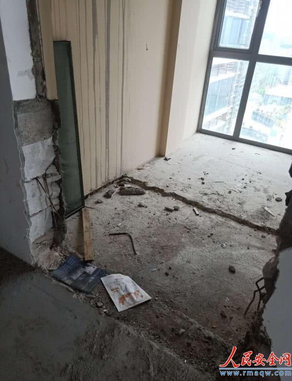 龙岗一小区800余户居民526户违建,执法队查处遭围攻