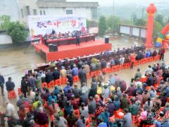 敬老中国梦:湖南常宁市柏坊镇东白村举行重阳节老年人座谈会