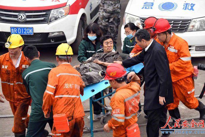 山东煤企事故救援进展:一升井人员抢救无效死亡 仍有18人被困