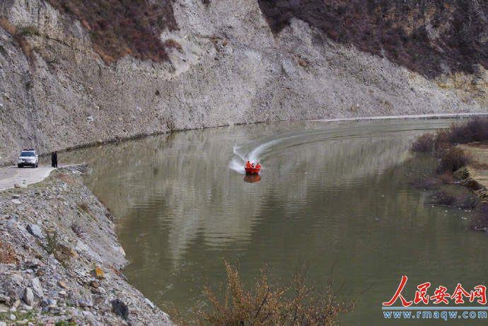 堰塞湖洪峰经过四川巴塘县冲毁金沙江大桥 318国道中断