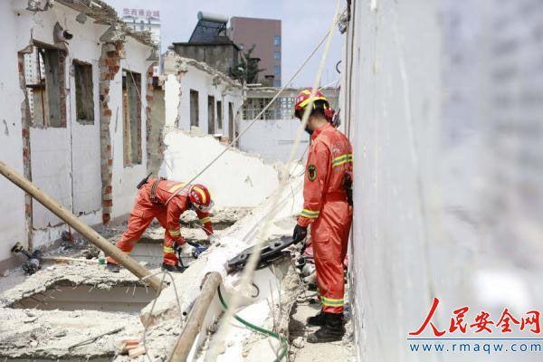 广西南宁一居民楼拆除时意外坍塌 1人重伤2人不幸身亡