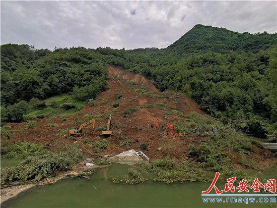 重庆城口县山体滑坡已致6死1失联:有二次滑坡风险 已疏通河道