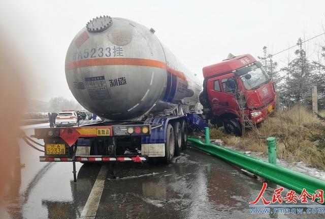 青海西宁南绕城高速一车载天然气燃料储罐发生泄漏
