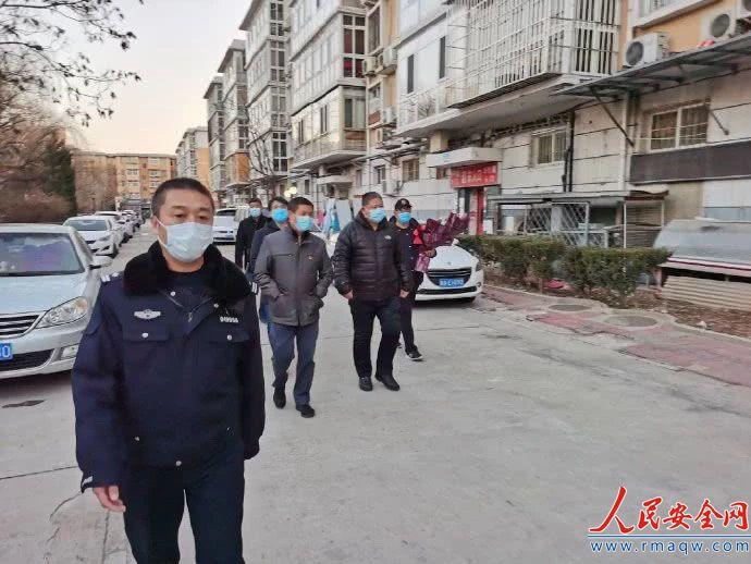 北京昌平有人驾车冲撞疫情防控检查站致2人伤,刑拘!