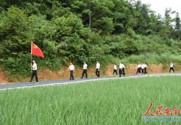 湖南通道:党旗在基层一线高高飘扬