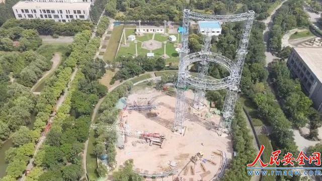 陕西西安一大学工地吊车倒塌 伤亡人数暂时不明