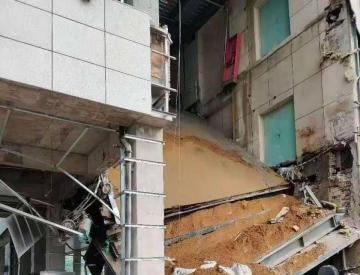 安徽宿州一在建医院连廊坍塌 造成3人轻伤