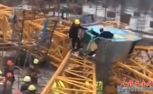 浙江宁波一在建工地发生塔吊倒塌事故 造成2死1伤